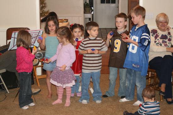kids-sining-christmas-09